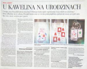 Zdjęcie przedstawia skan artykułu z Gazety Wyborczej Białystok z 18.06.2008 r., w którym mowa jest o obchodach trzecich urodzin rzeźby psa Kawelina w białostockim Parku oraz pamiątek z Kawelinem produkowanych przez Katarzynę Pierwienis